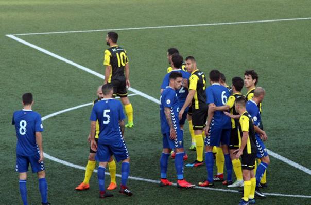 Jugadores del Hércules CF y del Badalona en el encuentro disputado en la ciudad catalana. Foto: Hércules CF