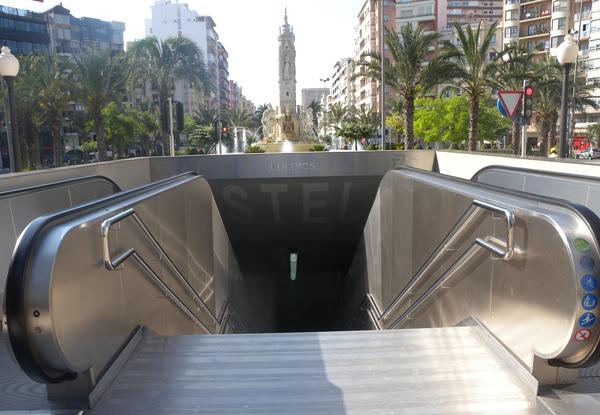 Entrada a la estación de TRAM Luceros, en Alicante. Foto: RICARDO RICOTE